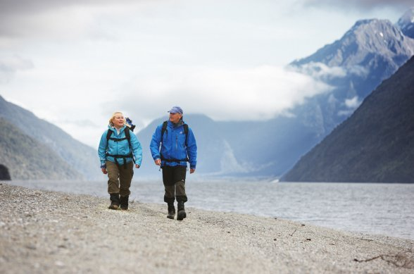 Hiking in good company on the Hollyford Tarck