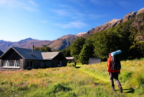 hiker Aspiring Hut guided NZ